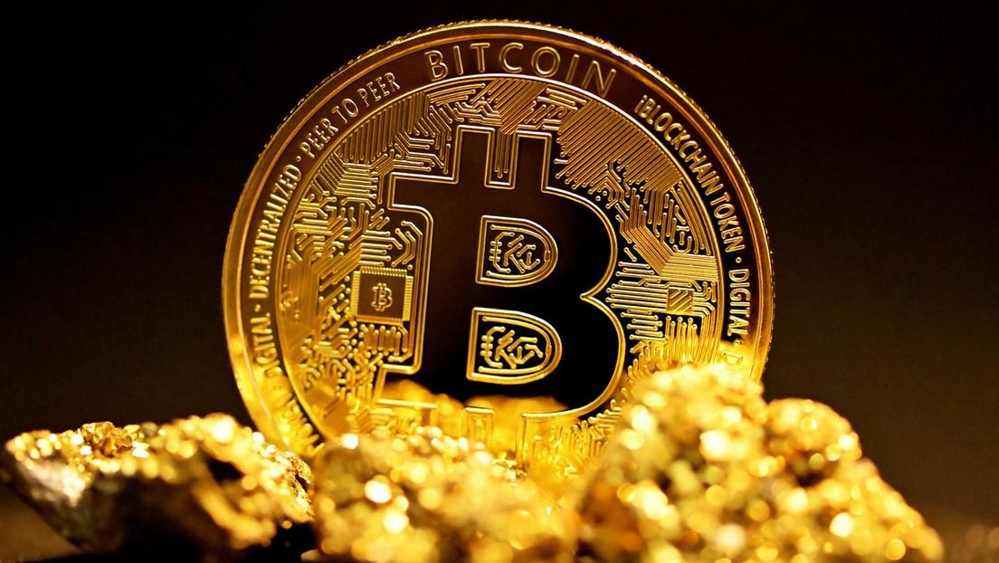"""El inversor Robert Kiyosaki predice """"la mayor caída de la historia mundial"""" y recomienda comprar oro, plata y bitcoines"""