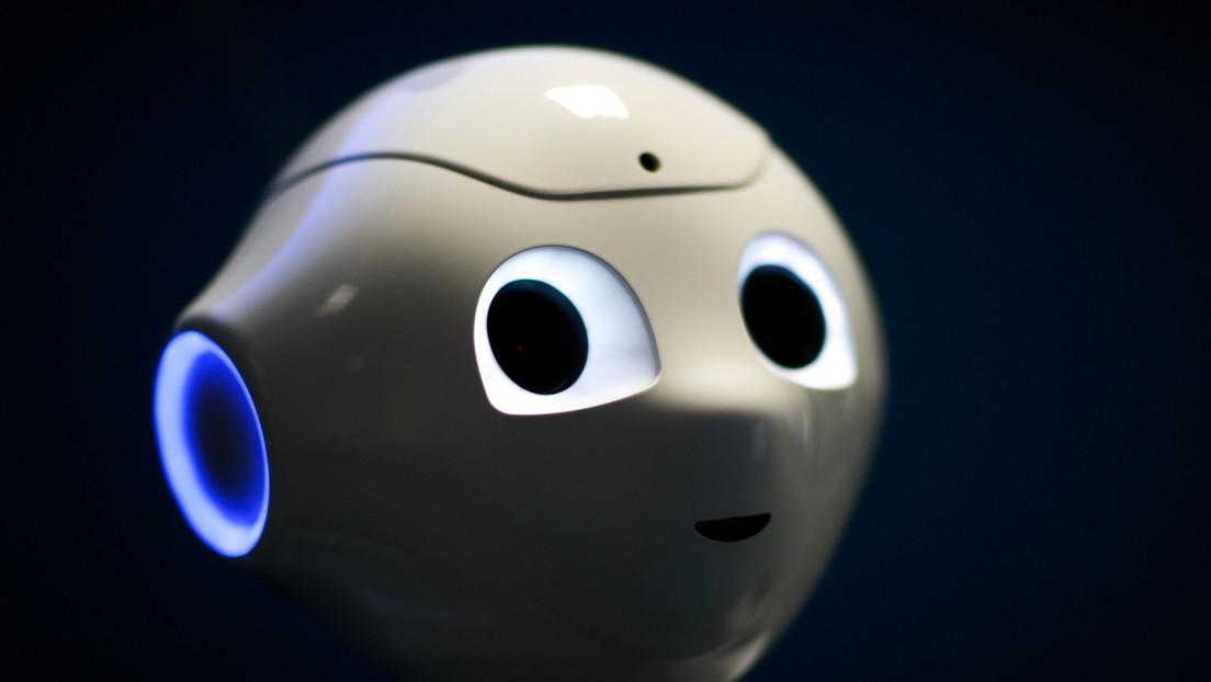 """SoftBank estaría planeando dejar de producir el primer robot humanoide con """"corazón"""" al no encontrar una base de clientes global"""