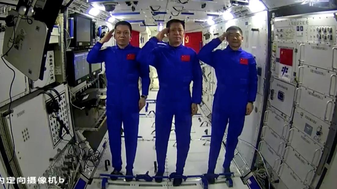 Astronautas chinos felicitan al Partido Comunista por su centenario desde la nueva estación espacial del país (VIDEO)