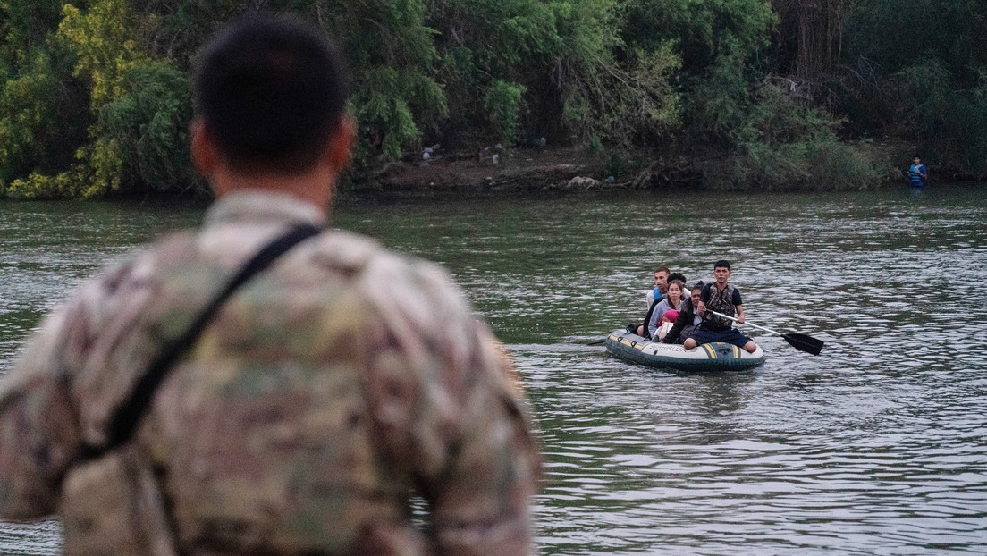 "Gobernadores republicanos envían militares a la frontera con México para atender la ""crisis"" migratoria"