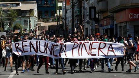¿Son o no presos políticos? ¿Merecen indulto?: El dilema en Chile alrededor de 2.500 personas detenidas durante el estallido social de 2019