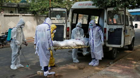 Muere en la India un 'guerrero' contra el coronavirus que cremó a más de 1.300 víctimas pero cuando se contagió no pudo encontrar cama en un hospital