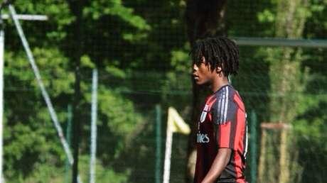 Se suicida a los 20 años un exjugador del equipo juvenil del AC Milan, que había denunciado constantes abusos raciales