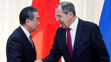 China insta a Rusia a