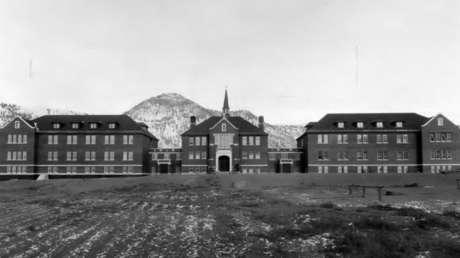 La historia oscura de los internados indígenas en Canadá donde abusaron de miles de niños, tema reavivado por el reciente hallazgo de 215 cadáveres