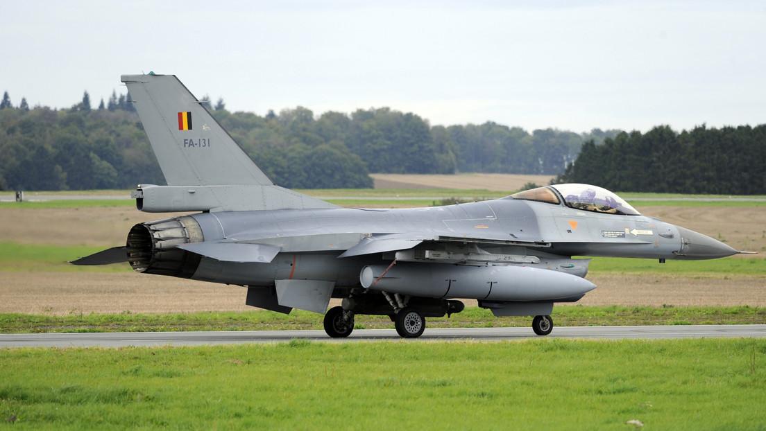 Un avión F-16 choca contra un edificio en una base aérea neerlandesa antes del despegue