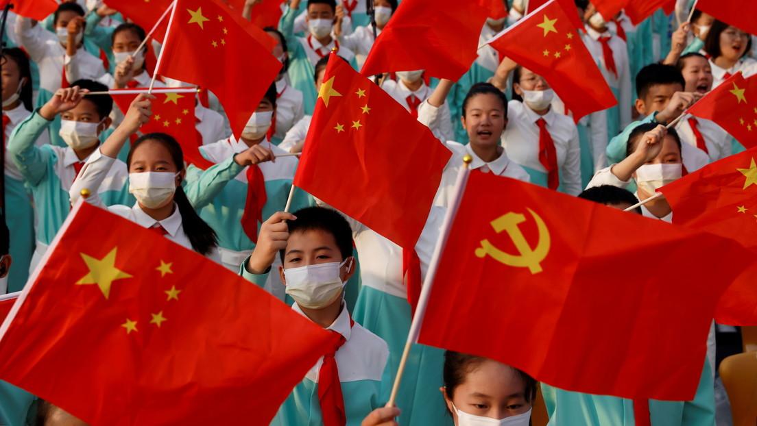 """Xi Jinping declara que China ha alcanzado el objetivo del primer centenario y ahora marcha """"con paso seguro"""" hacia el objetivo del segundo"""