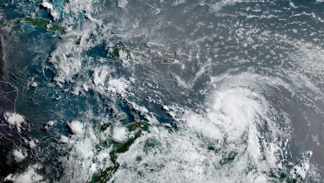 El huracán Elsa causa cortes de electricidad y provoca daños en viviendas en Barbados
