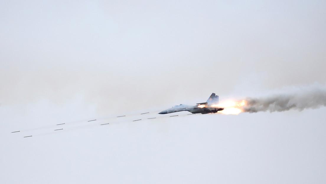 Aviones militares rusos realizan ataques de entrenamiento con misiles y bombas en el mar Negro, en paralelo a los ejercicios de la OTAN
