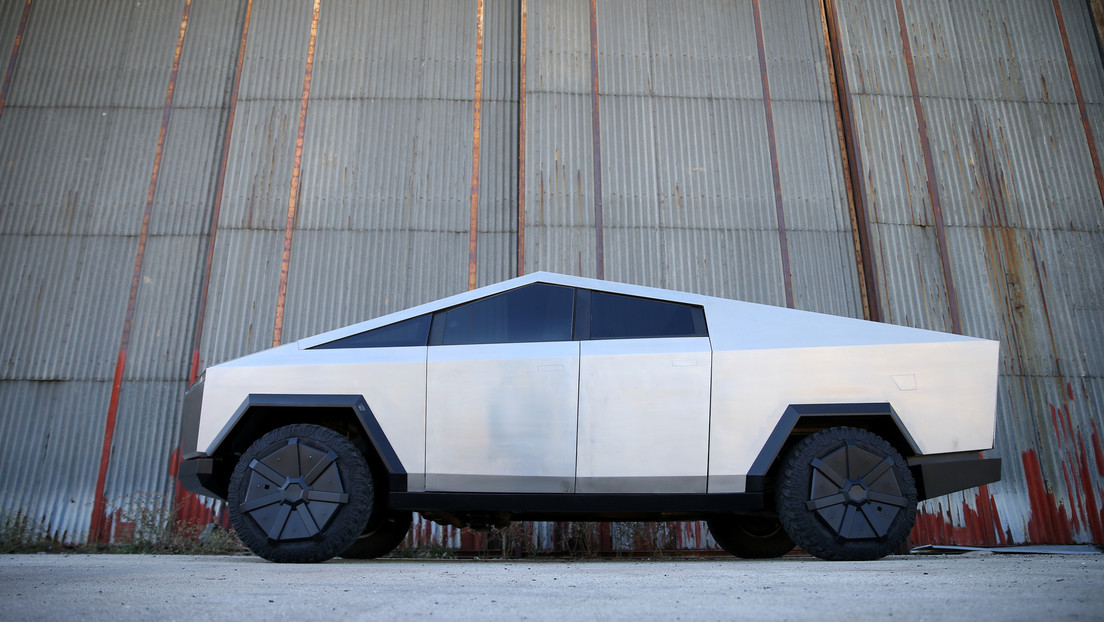 Elon Musk anuncia que la camioneta Cybertruck de Tesla será capaz de 'moverse como un cangrejo'