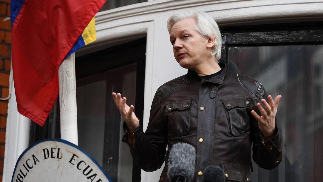 """Slavoj Zizek: """"Julian Assange expuso la paradoja de la no libertad experimentada como libertad en los países occidentales"""""""