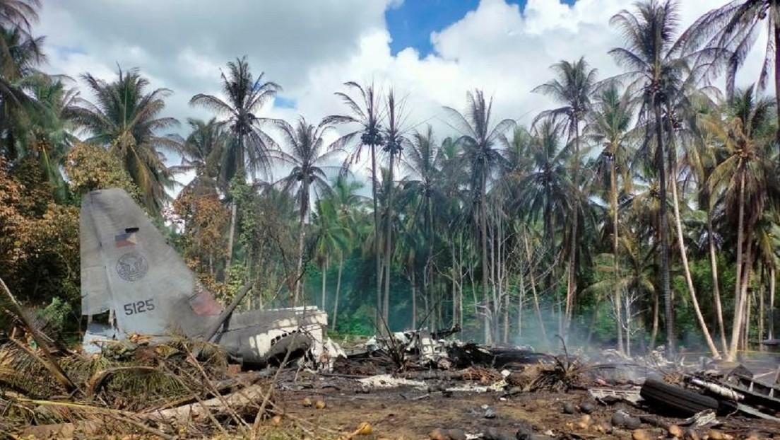 Ascienden a 50 los muertos al estrellarse un avión militar filipino en el accidente aéreo militar más mortífero del país en al menos cuatro décadas