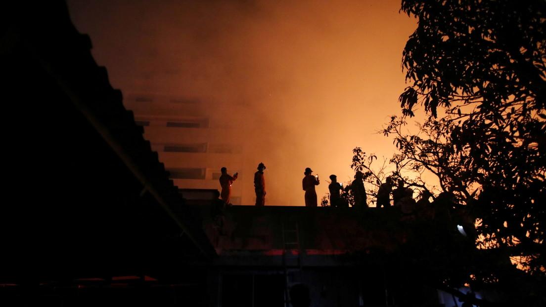 VIDEO: Momento exacto de la enorme explosión en una fábrica de productos químicos cerca de Bangkok