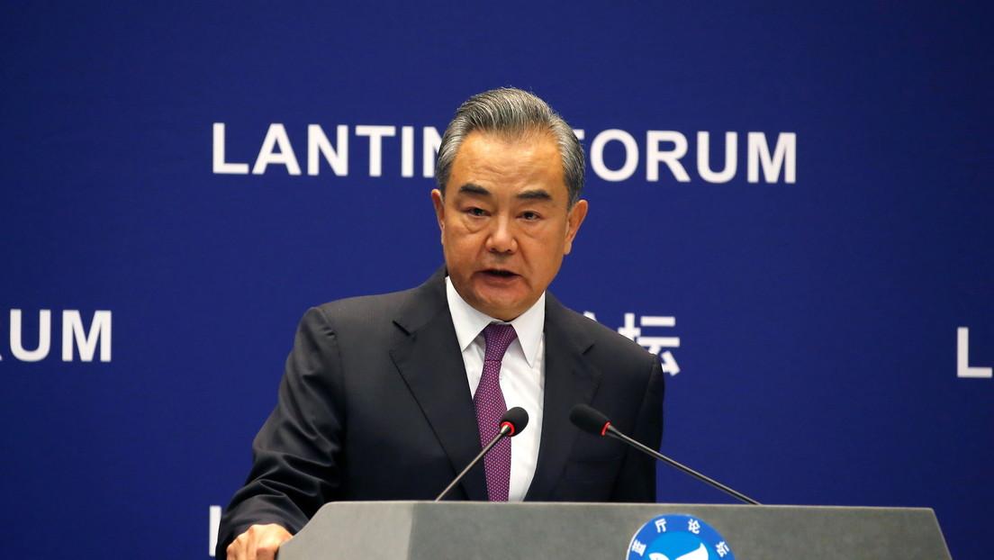 """China culpa a EE.UU. de """"crear el problema afgano"""" y recuerda que la retirada de sus tropas no """"debe dar lugar al caos y a la guerra"""""""