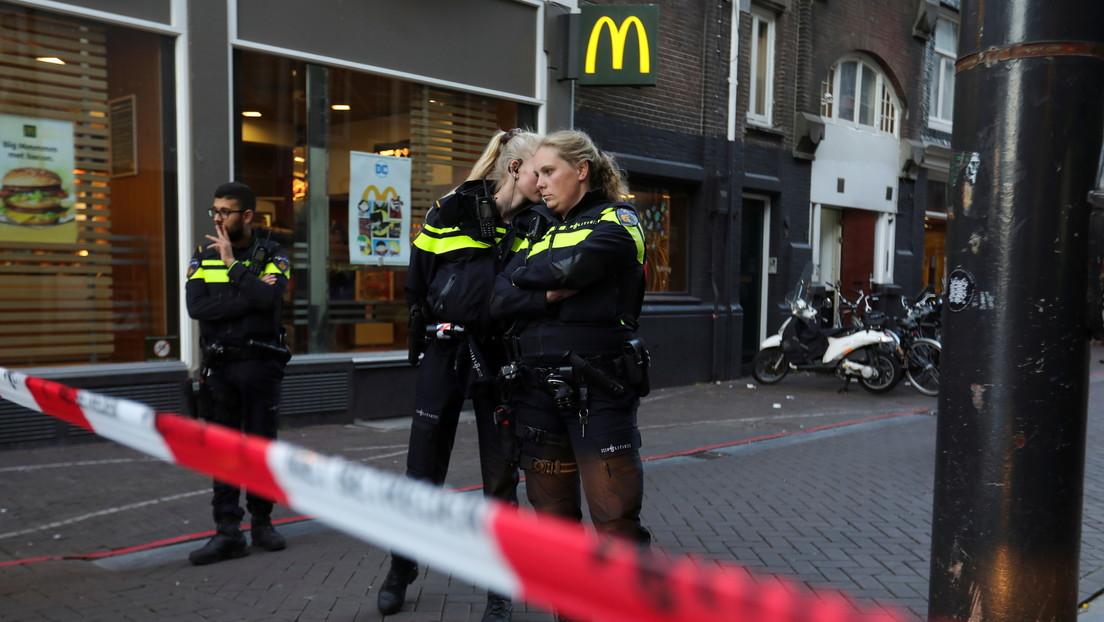 Un reportero neerlandés queda en estado crítico tras ser baleado en Ámsterdam