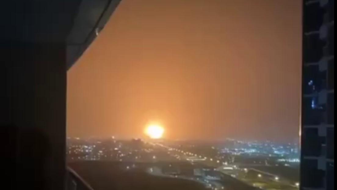 Una fuerte explosión sacude el puerto emiratí de Jebel Ali (VIDEO)