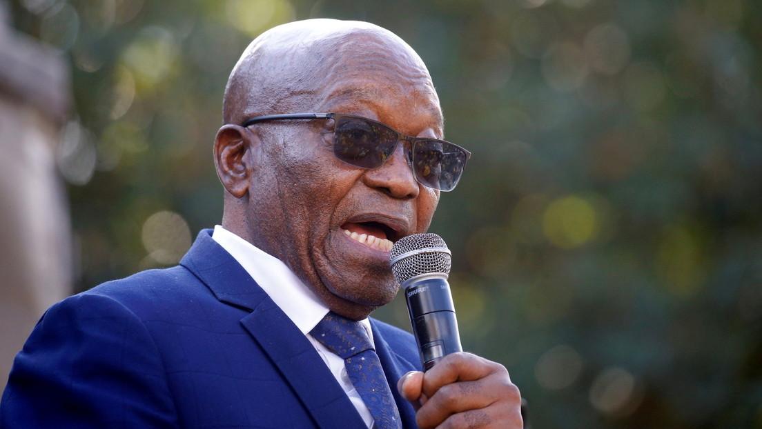 Jacob Zuma, expresidente de Sudáfrica, se entrega a la Policía para cumplir una pena de 15 meses de prisión