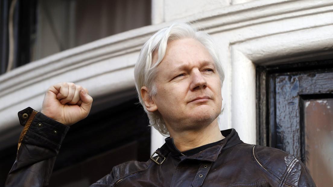 La Policía española certifica los indicios de espionaje contra Assange en la Embajada de Ecuador