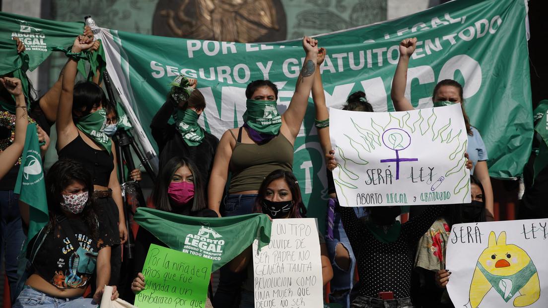 El Supremo de México declara inconstitucional penalizar el aborto por violación y elimina los plazos