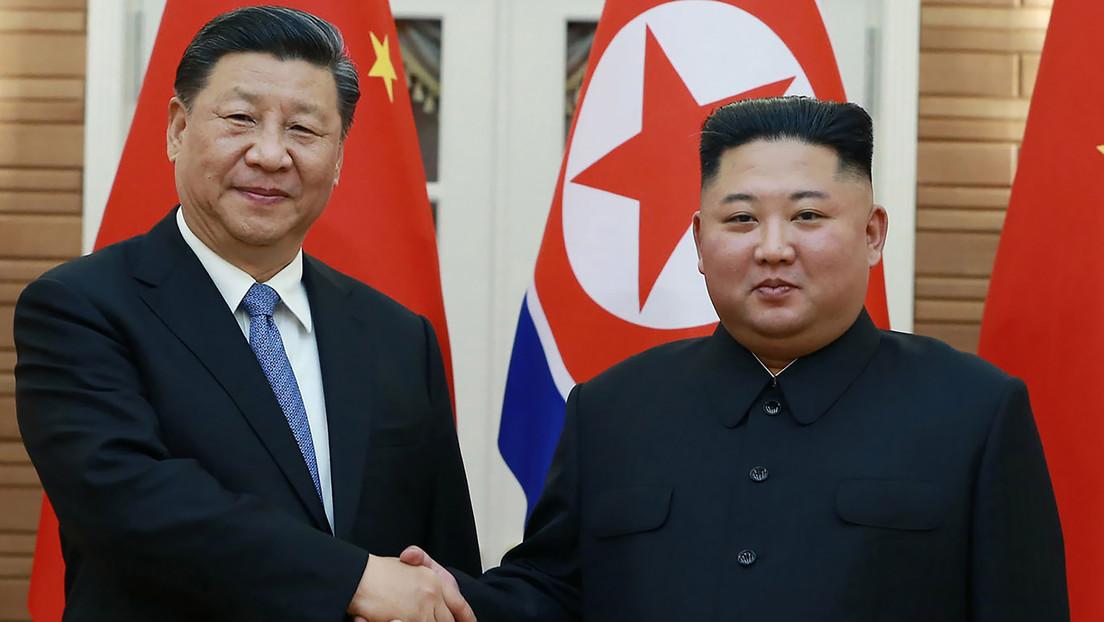 """Xi Jinping y Kim Jong-un acuerdan llevar sus relaciones a un """"nuevo nivel"""" en el 60.º aniversario del tratado de amistad"""