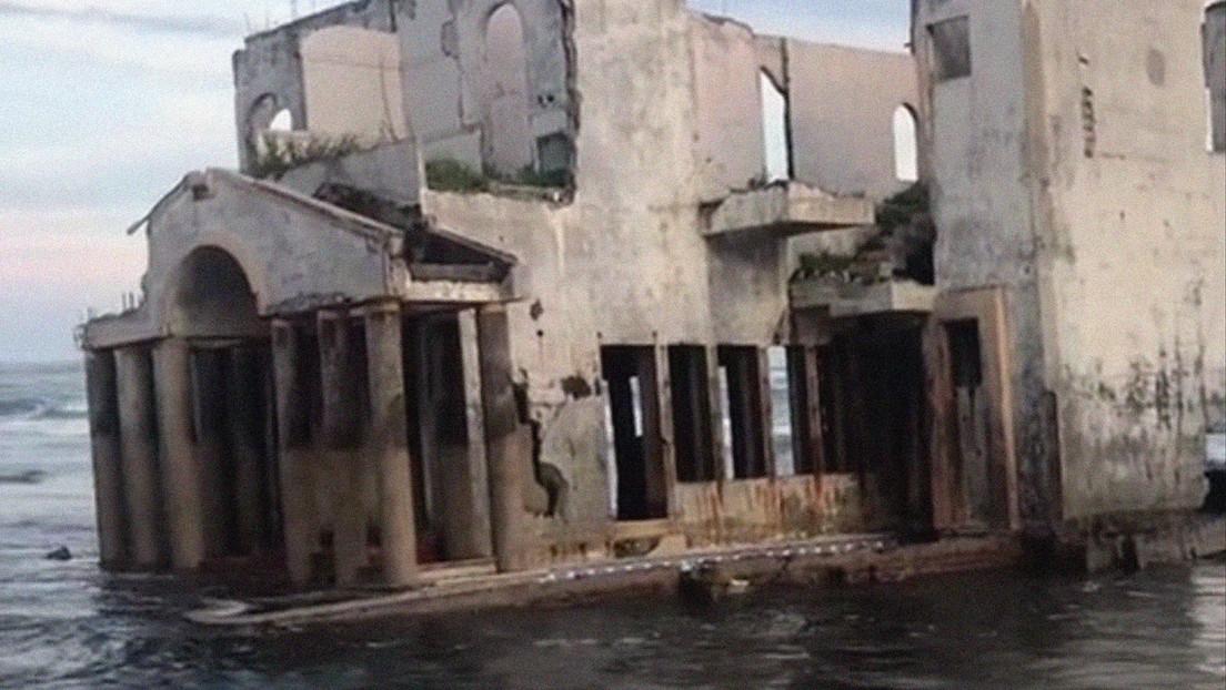 VIDEO: Una misteriosa mansión abandonada en una playa de El Salvador cautiva a la Red
