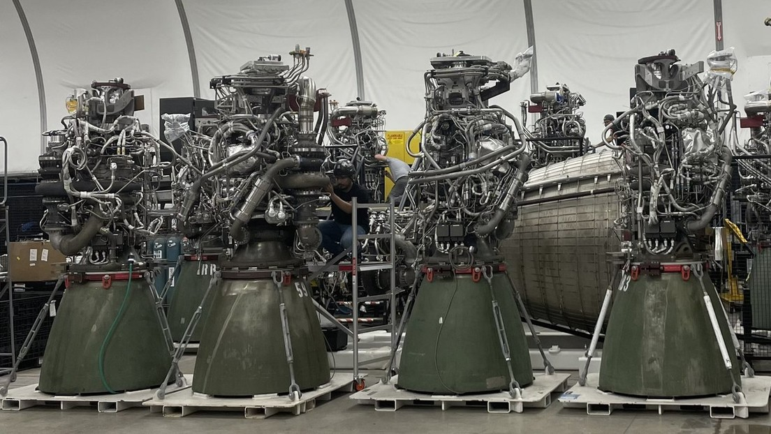 """Musk muestra la """"comunidad de los Raptors"""" y ofrece nuevos detalles sobre sus planes para estos motores de nueva generación"""