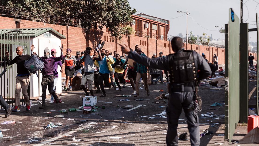 Al menos 6 muertos y más de 200 detenidos en los disturbios por el encarcelamiento del expresidente acusado de corrupción: ¿qué pasa en Sudáfrica?