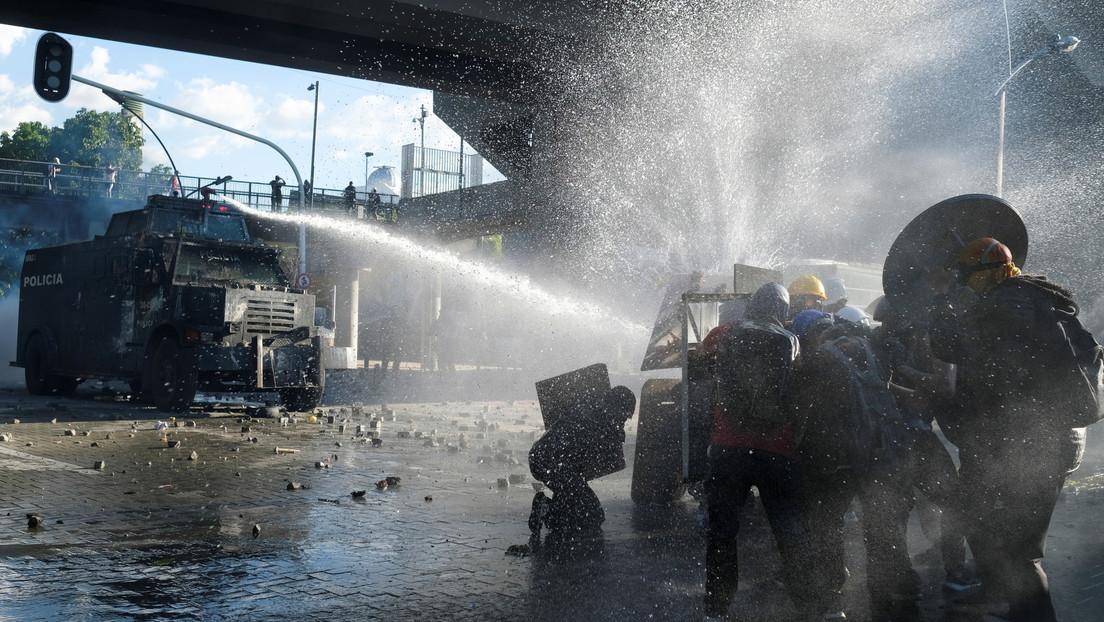 """Un informe desvela que las fuerzas de seguridad de Colombia utilizaron """"técnicas de combate"""" para reprimir las protestas sociales"""