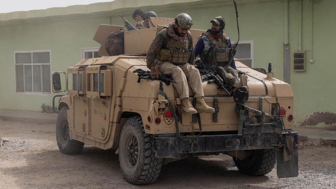 Reportan que los talibanes ejecutaron a 22 soldados afganos desarmados que intentaban rendirse