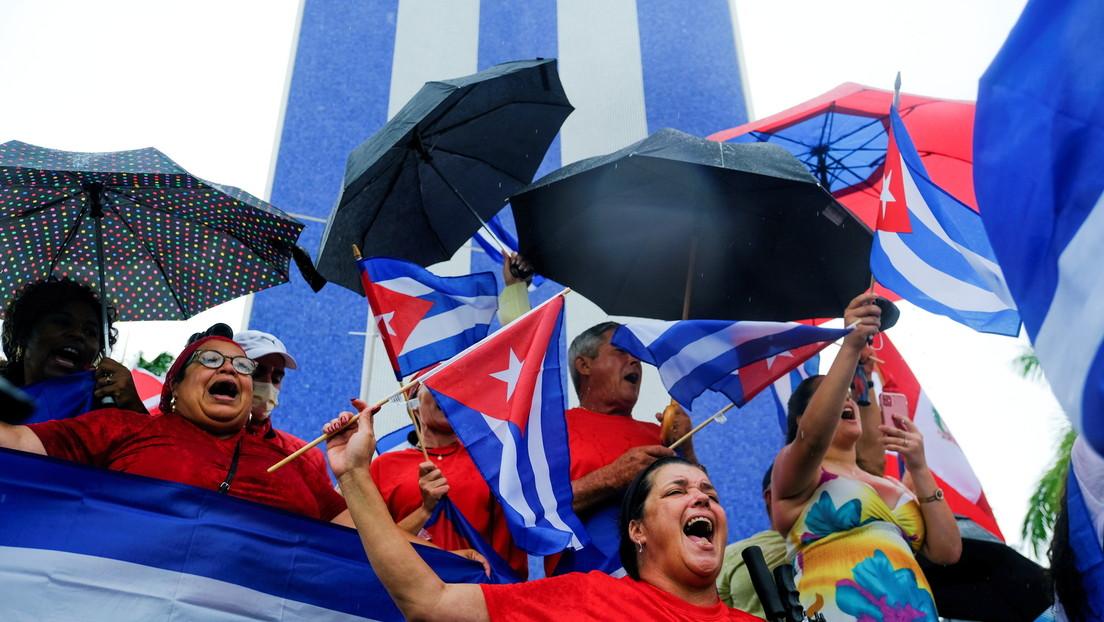 Imágenes falsas, videos viejos y cientos de 'bots': los bulos más virales en redes sociales sobre la situación en Cuba