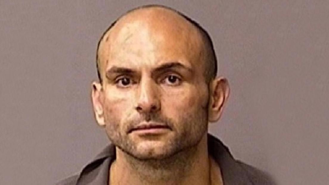 Un padre encuentra a un delincuente sexual en la habitación de su hija de cinco años, lo somete y lo inmoviliza con cinta adhesiva