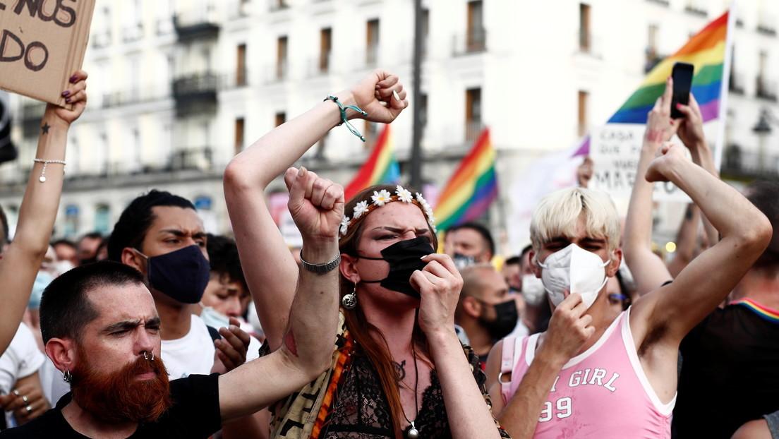 La UE anuncia la apertura de acciones legales contra Hungría y Polonia por violar los derechos LGBT