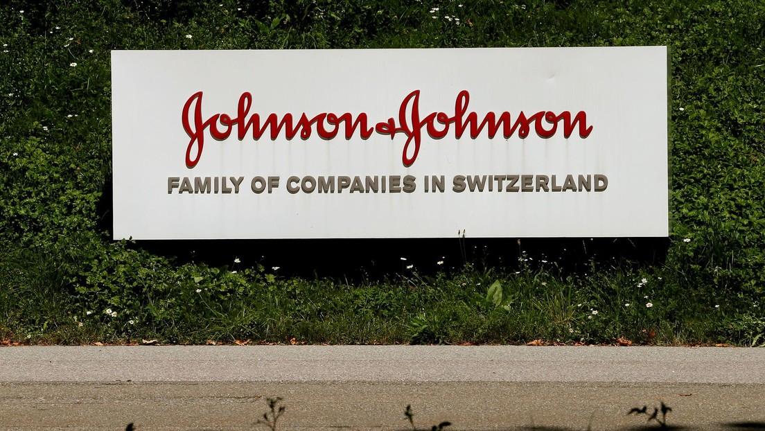 """Johnson & Johnson retira del mercado cinco de sus productos de protección solar en aerosol tras descubrirse que contienen """"niveles bajos"""" de benceno"""