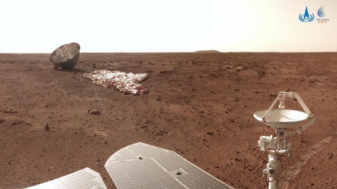 China publica una nueva serie de fotos desde Marte captadas por el róver Zhurong y muestra cómo quedó su paracaídas tras el aterrizaje