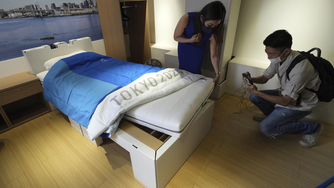 """Un gimnasta pone a prueba las """"camas antisexo"""" de los JJ.OO. de Tokio"""