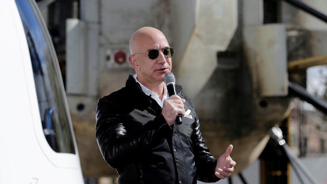 Jeff Bezos afirma que la tripulación del primer vuelo de Blue Origin no usará trajes espaciales