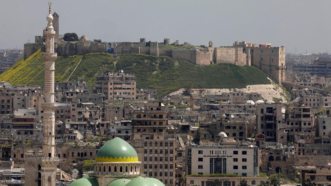 """Las defensas aéreas de Siria interceptan un ataque """"israelí"""" sobre Alepo"""