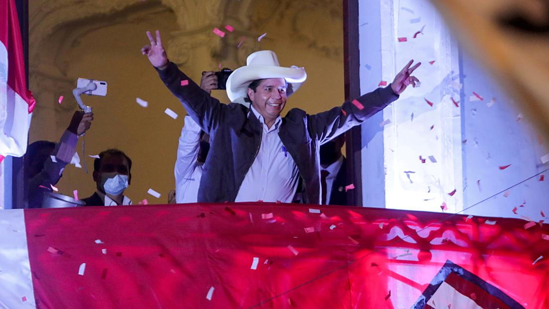 Las autoridades electorales confirman a Pedro Castillo como presidente de Perú