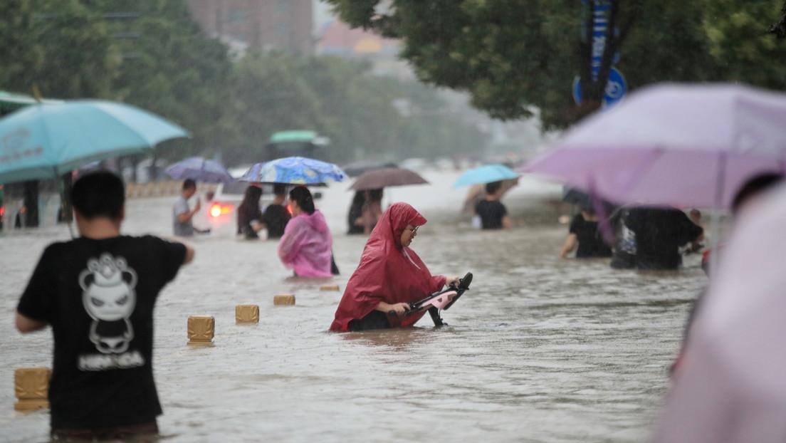 Récord de lluvias causa inundaciones mortales en el centro de China: 25 fallecidos y miles de desplazados