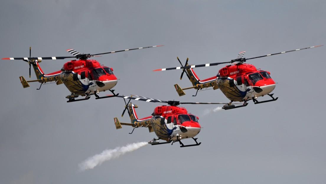 Los pilotos de Sarang, Strizhí y Sókoly Rossii exhiben sus acrobacias aéreas en el salón aeroespacial MAKS 2021