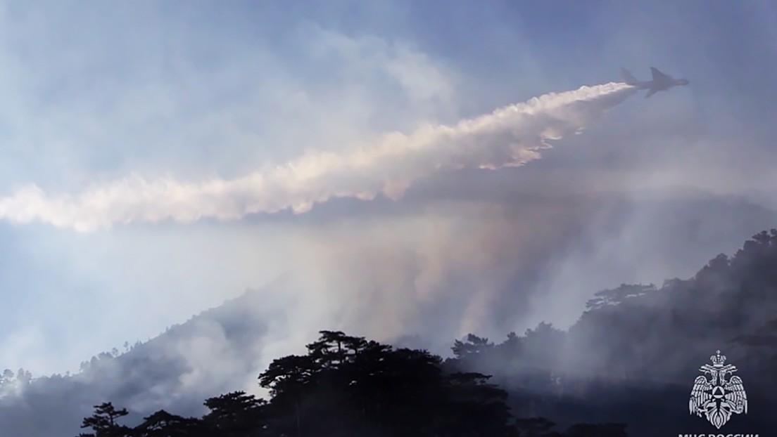 Rusia combate los incendios en Siberia con ayuda de aviones que provocan lluvias inyectando químicos en las nubes