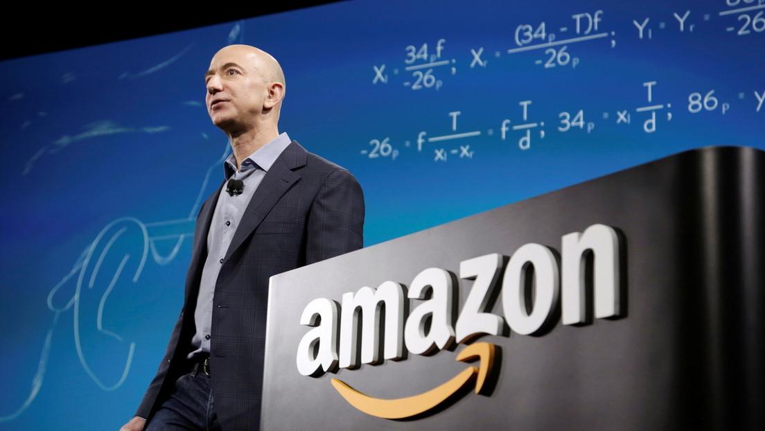 Jeff Bezos recibe críticas tras agradecer a los clientes y la plantilla de Amazon por pagar por su vuelo