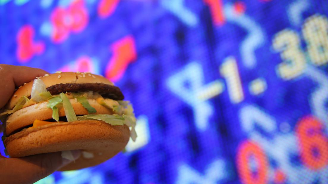 El índice Big Mac señala al rublo ruso como una de las monedas más infravaloradas del mundo
