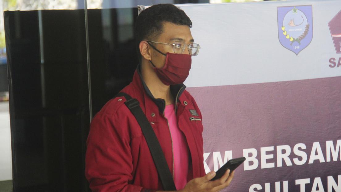Un indonesio con covid-19 se hace pasar por su mujer para no perder su vuelo