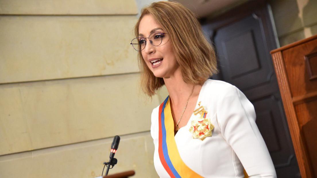 Filtran una vieja foto de la nueva presidenta de la Cámara de Representantes de Colombia y arden las redes por su polémico historial