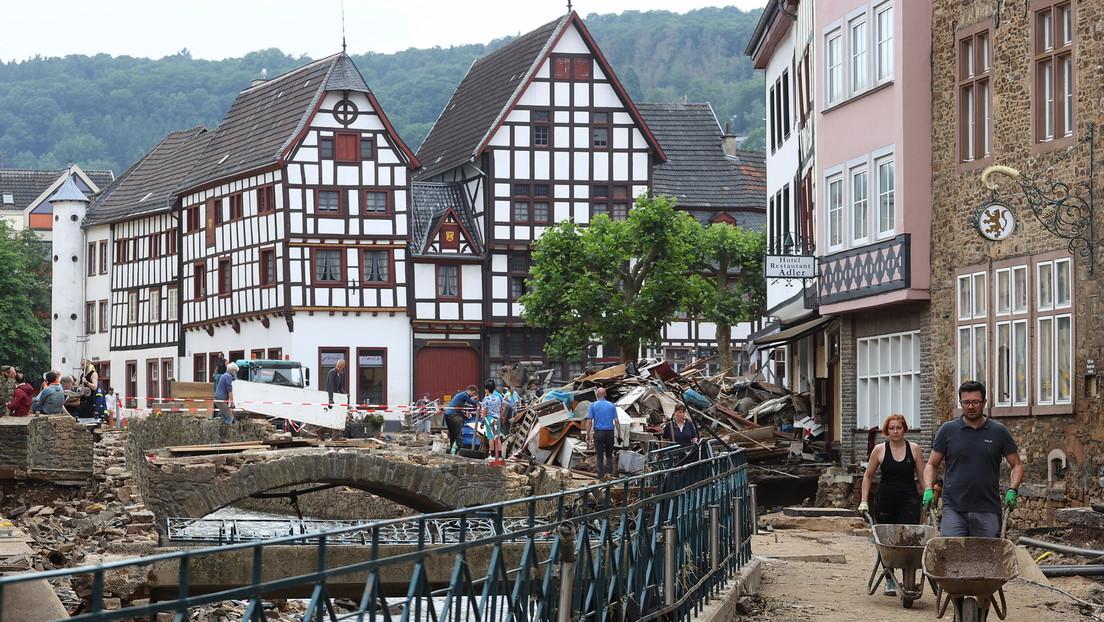 Un canal alemán suspende a una periodista por untarse barro para su reportaje sobre una ciudad azotada por las inundaciones