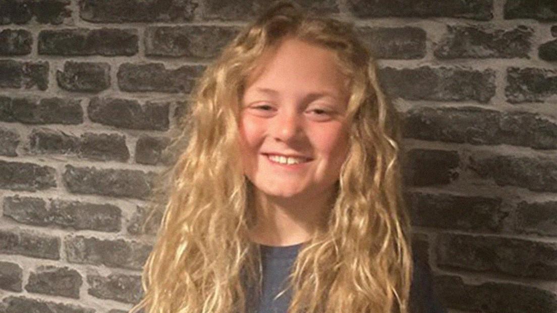 Un niño deja crecer su cabello durante dos años para ayudar a menores con cáncer