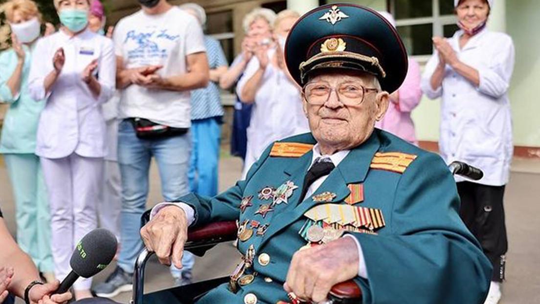 """""""Nací por segunda vez"""": un veterano ruso de la Segunda Guerra Mundial vence al covid-19 a los 102 años"""