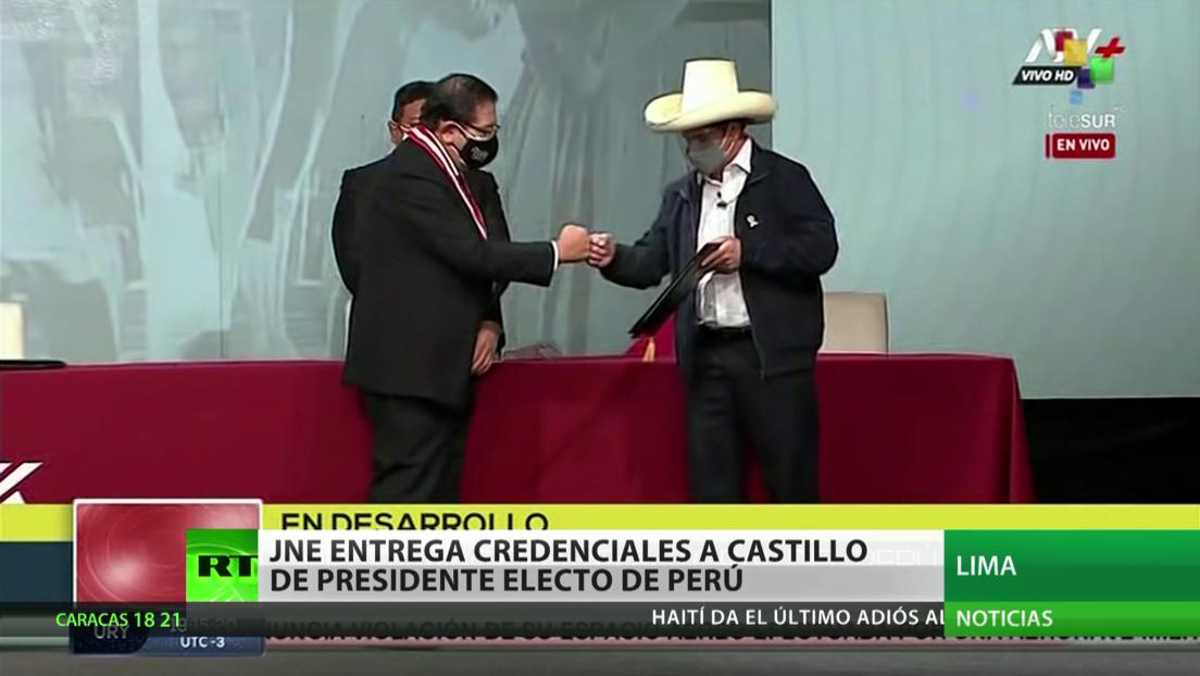 Jurado Nacional de Elecciones entrega a Pedro Castillo credenciales de presidente electo de Perú