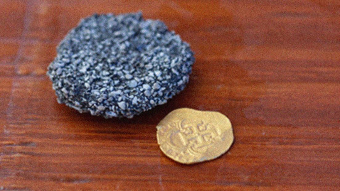 Un buscador de tesoros descubre en el fondo del océano una moneda de oro que puede valer más de 98.000 dólares